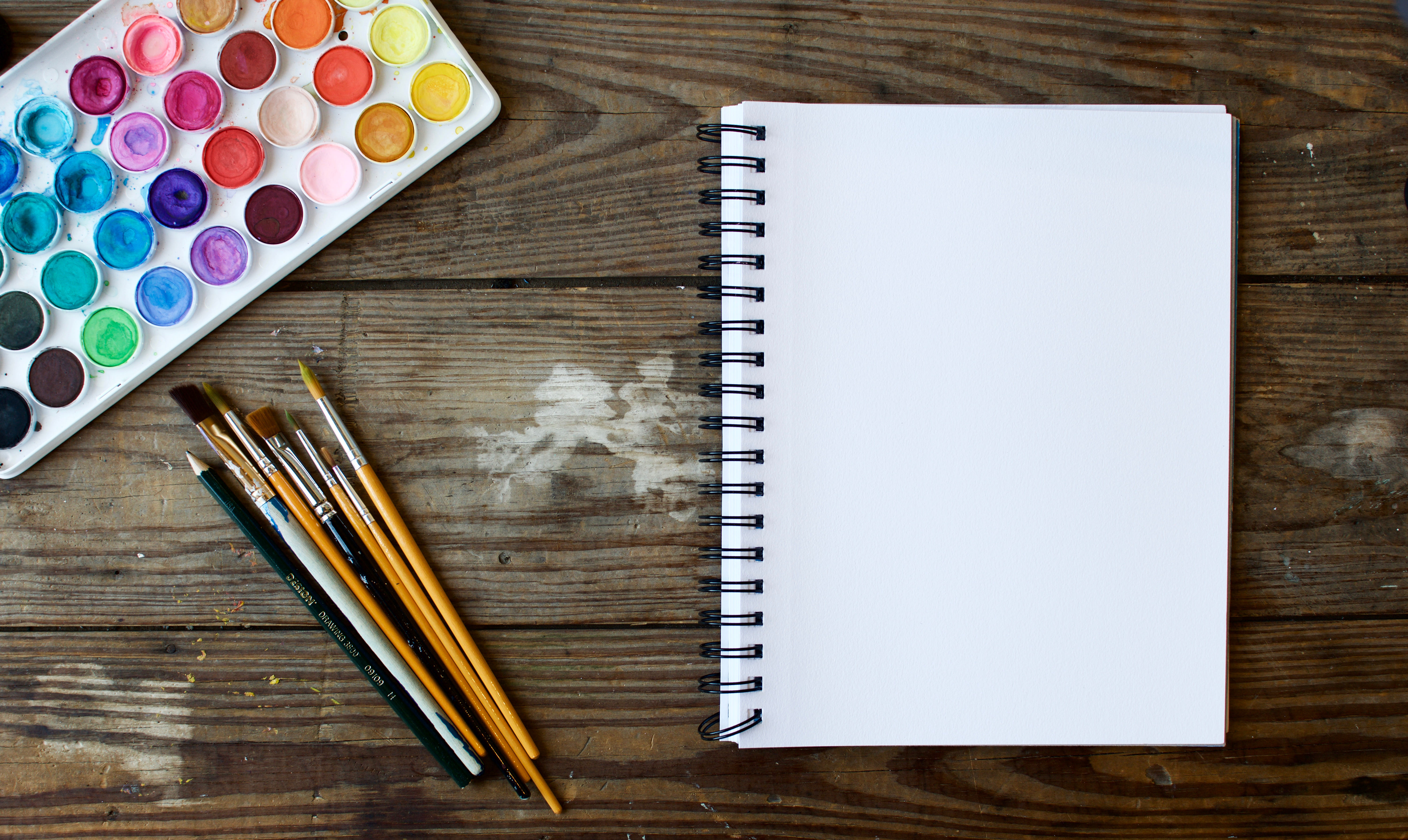 Stock photo_Paint and Notebook